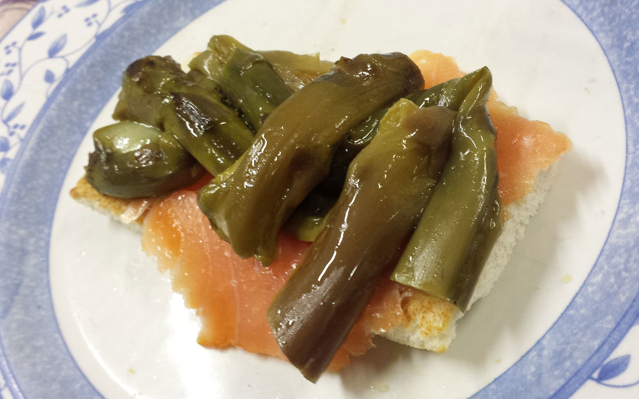 crostini-asparagi-viola-e-salmone-1280x800.jpg